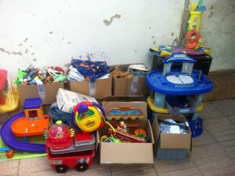 jouets et vêtements