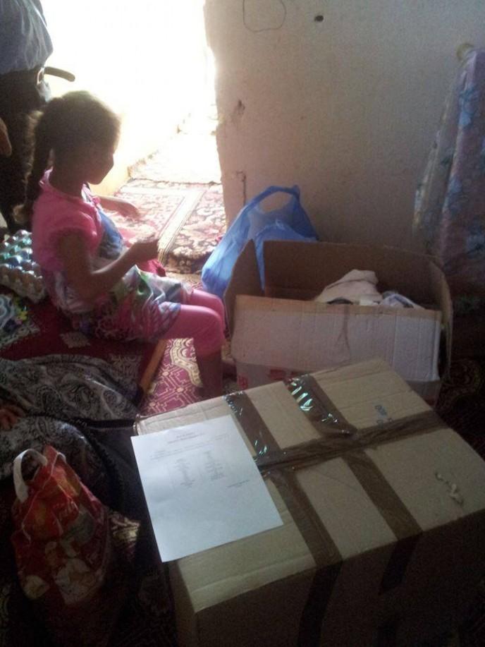Hanane avec les dons