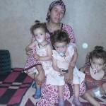 Les triplées et leur maman